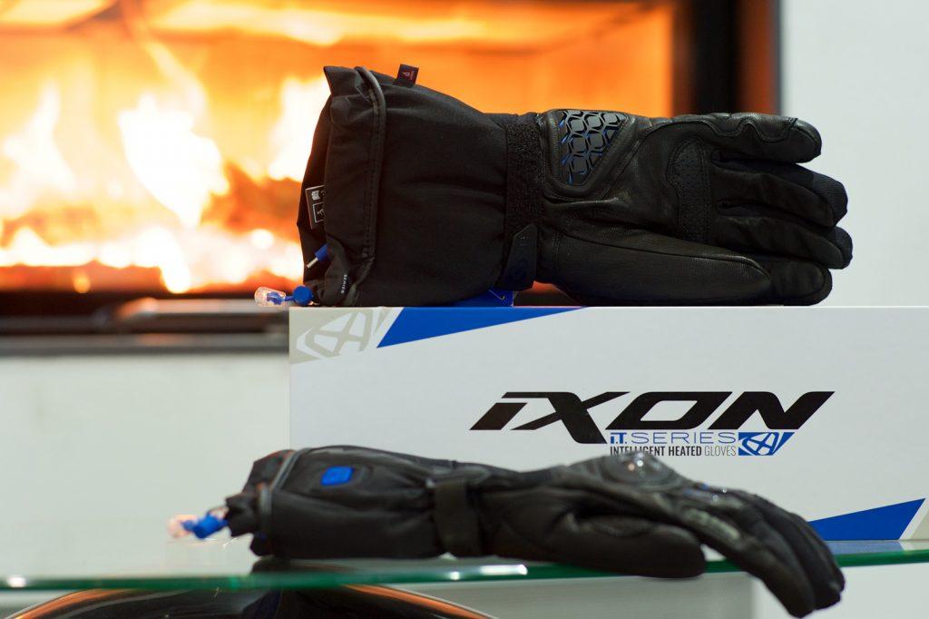 Gant moto hiver chauffant Ixon IT Yate et IT ASO | Comparatif gants moto hiver chauffants